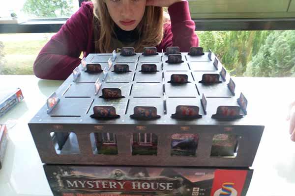 Mystery House - Spielszene - Foto von Schmidt Spiele