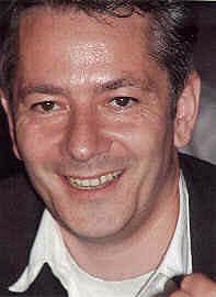Franz-Benno Delonge ist Richter in München. Von ihm stammen unter anderem die Spiele Big City (1999, Goldsieber) und Trans America (2002, Winning Moves) von Franz-Benno Delonge