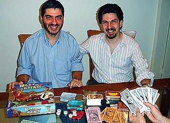 Die beiden Autoren mit ihrem Hart an der Grenze von Zatz/Halaban