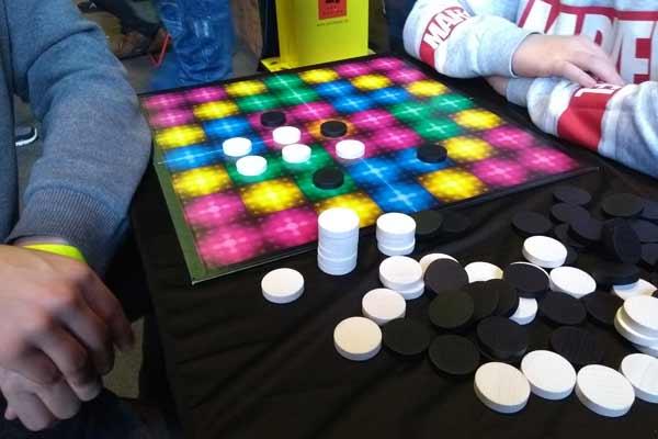 Spielbrett und Spielsteine vom Spiel Quango - Foto von Dirk Janßen