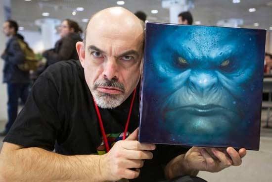 Bruno Cathala präsentiert stolz sein Spiel Abyss - Foto von Bombyx