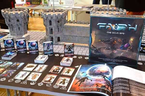 Foto von der Spiel '15: Faith Sci-Fi-Rollenspielsystem