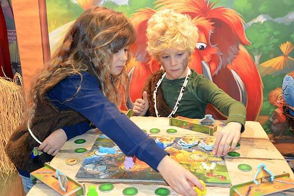 Foto von der Spiel '16: Stone Age Junior gewinnt Kinderspiel des Jahres