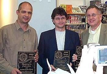 Stefan Brück mit Autor Andreas Seyfarth (l.) und Vertriebspartner Jay Tummelson von Rio Grande Games (r.) von Stefan Brück