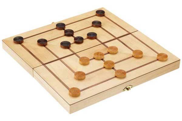 Mühleist ein Strategiespiel für 2 Personen - hier ein Holzbrett von Philos - Foto von Philos