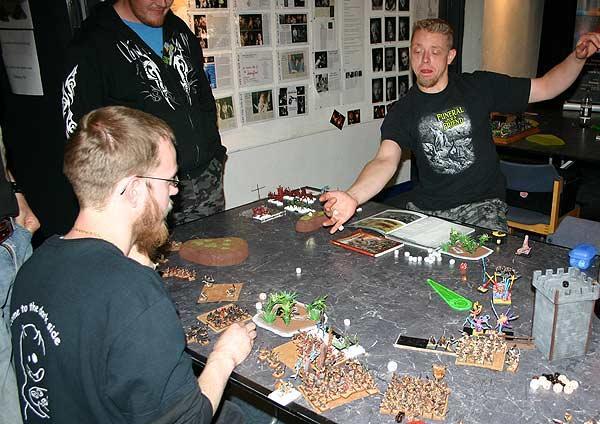 Mit Schwung am Tabletop-Tisch von Reich der Spiele