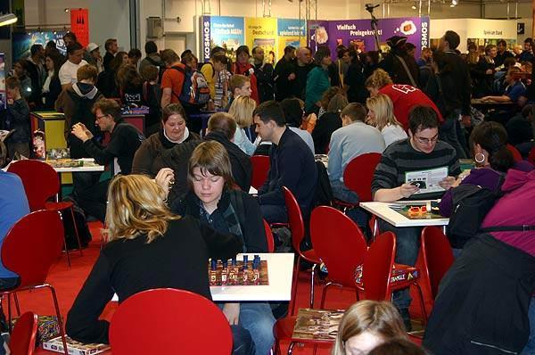 Spieler auf der Spiel in Essen 2009 von Reich der Spiele
