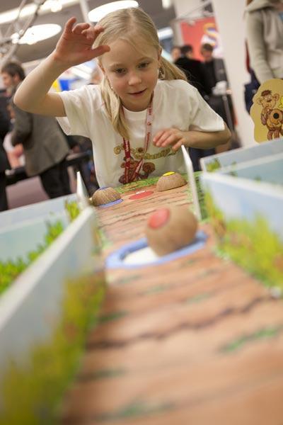 Kinder beim Spielen - in Nürnberg nur Staffage von Photopool/Spielwarenmesse eG
