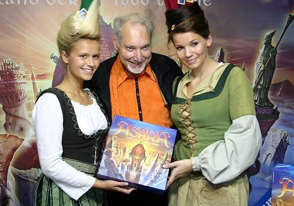 Wolfgang Kramer präsentiert Asara von Reich der Spiele