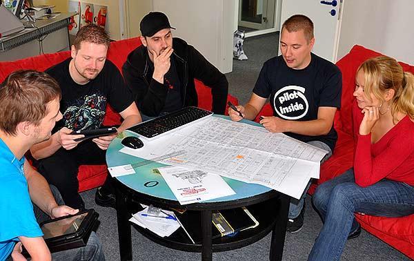 Das Team der Spiele-Offensive bei der Standvorbereitung von spiele-offensive.de