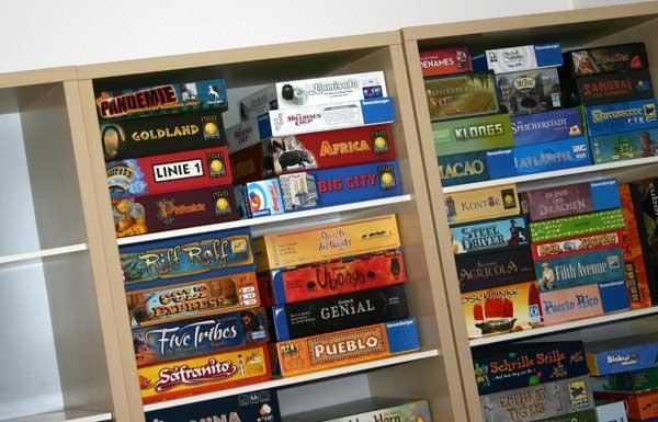 Ausschnitt: Spielregal nach dem Umzug - mehr Platz - Foto von Reich der Spiele