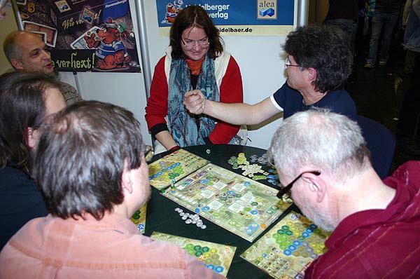 Stefan Brück (hinten rechts) in seinem Element von Reich der Spiele