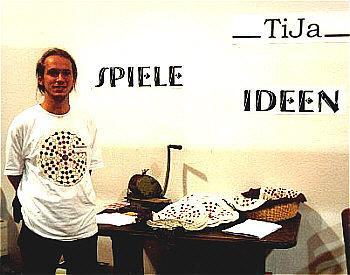 Tija auf der Spiel 2001 in Essen von Reich der Spiele