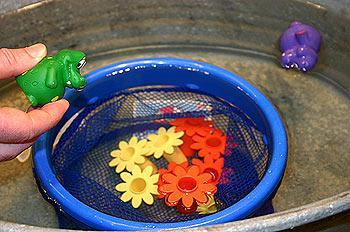 Spritz-Duell ist eines der Wasserspiele von Reich der Spiele