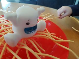 Spielszene Hilfe, ein Yeti in den Spaghetti - Foto von Alex Sch.