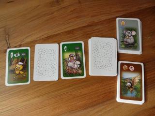 Versteigerungsauslage mit der Maus und Habicht Erweiterung in Blindes Huhn - Foto aus dem Reich der Spiele