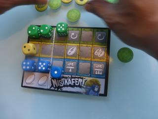 Spielmoment bei Mistkäfer - Foto von Jörn Frenzel