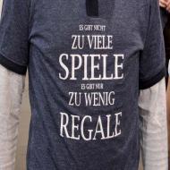 Foto von der Spiel '21: Messebesucher mit lustigen T-Shirts